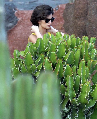 Penelope on the set of Cactus Gardens