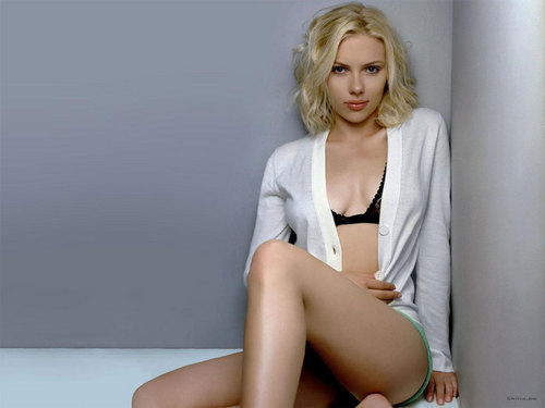 Scarlett Johansson wallpaper with a leotard called Scarlett