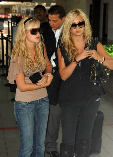 Aly & AJ leaving from LAX