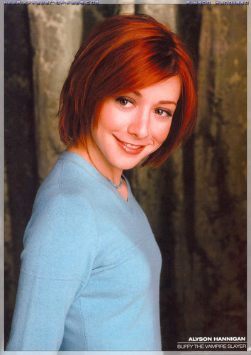 Alyson Hannigan achtergrond with a portrait called Alyson magazine scans