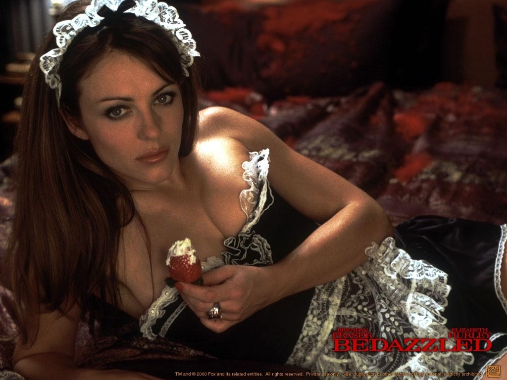 Elizabeth Hurley  download wallpaper