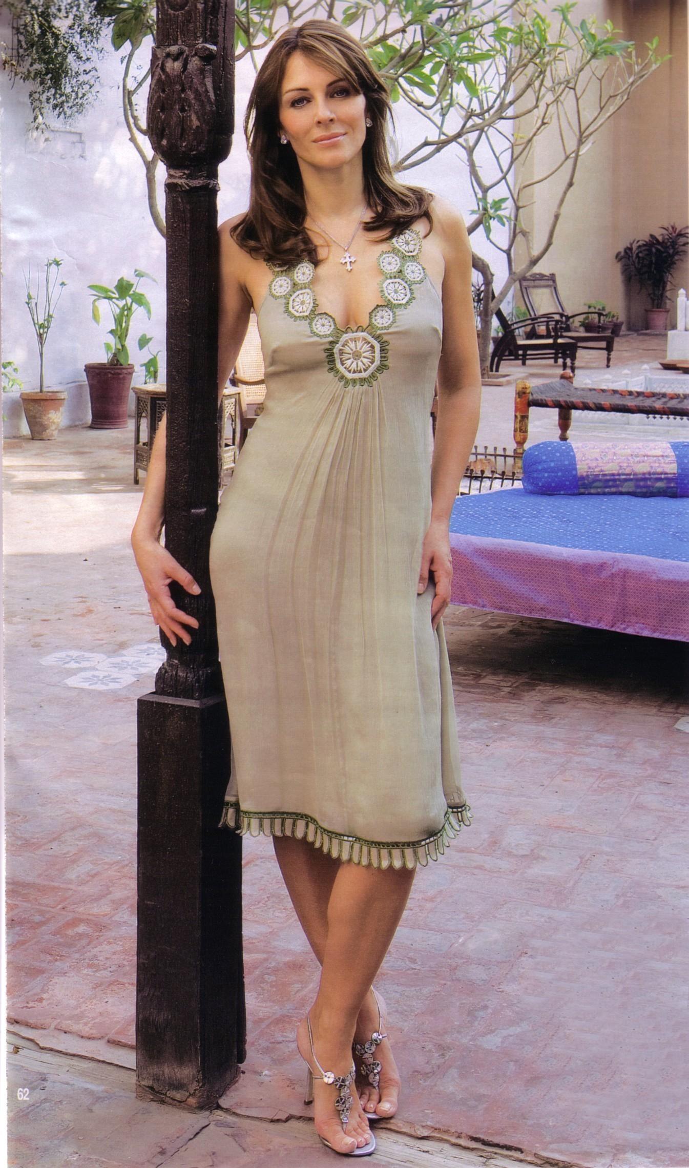 http://images1.fanpop.com/images/photos/1500000/Elizabeth-elizabeth-hurley-1549776-1345-2280.jpg