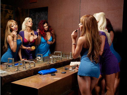 WWE Divas achtergrond titled Kristal, Maryse & Victoria