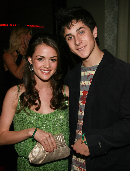 how did lucy hale and david henrie meet
