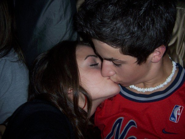 Are lucy hale and david henrie still dating