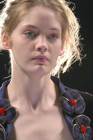 Marc 由 Marc Jacobs Fall 2005: Details