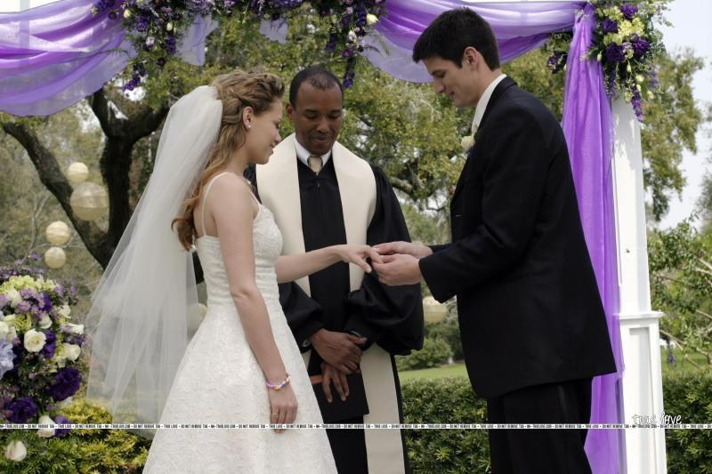 Naley!   (L) Naley-Wedding-one-tree-hill-1514614-800-533