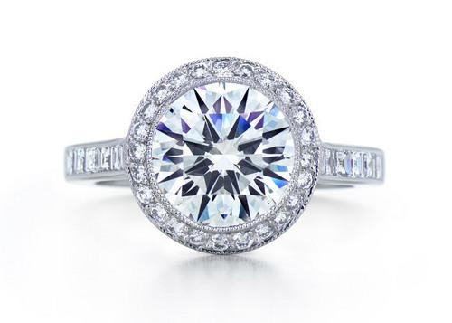 ROUND-BRILLIANT WITH MELEE DIAMOND BORDER