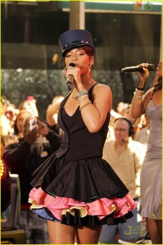 Rihanna - Today tunjuk