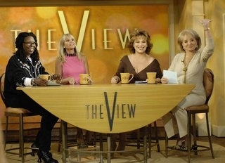 Round the meza, jedwali with the women of The View
