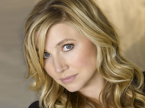 Sarah Chalke wallpaper containing a portrait and attractiveness called Sarah Chalke