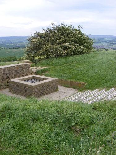 castle hill/almunbury hill fort