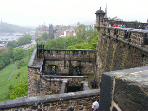 Castles wallpaper possibly containing a railroad tunnel, a street, and a sluice called edinburgh castle