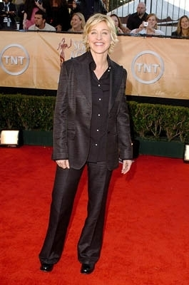 Ellen DeGeneres 바탕화면 containing a business suit, a suit, and a well dressed person titled ellen