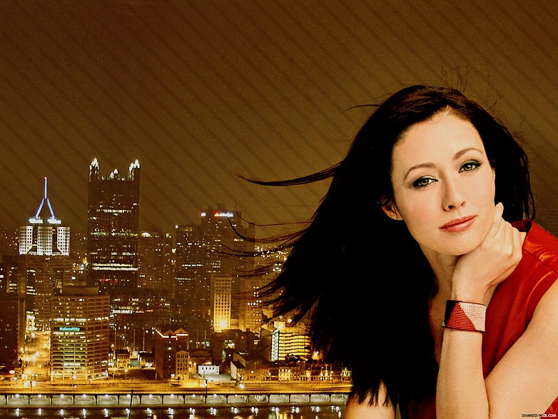 Shannen Doherty - Gallery Photo