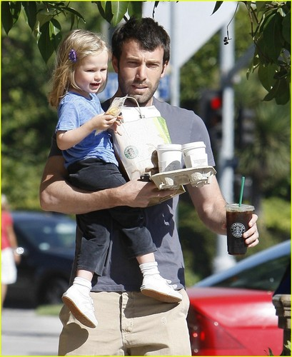 Ben Affleck wallpaper titled Ben & Violet Affleck
