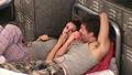 Dale & Jen on بستر BB9