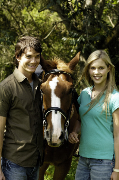 http://images1.fanpop.com/images/photos/1600000/Emma-and-Ash-h2o-just-add-water-1609126-395-595.jpg