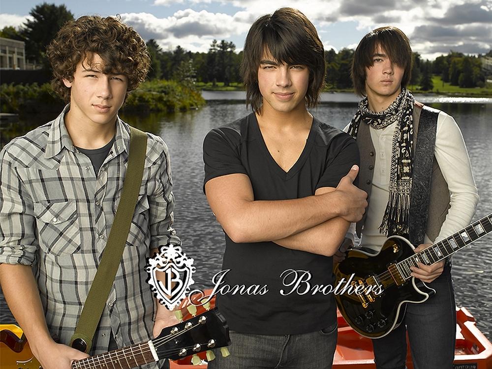external image JB-the-jonas-brothers-1634861-1000-750.jpg