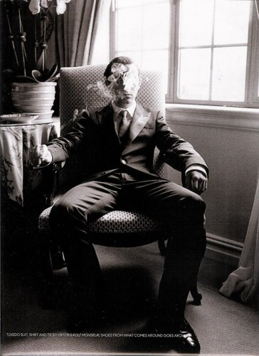 Joseph Gordon-Levitt karatasi la kupamba ukuta with a business suit and a living room called Joseph Gordon-Levitt