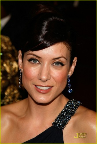 Kate Walsh 壁紙 probably with a portrait entitled Kate