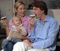 Kelly and family - kelly-rutherford photo