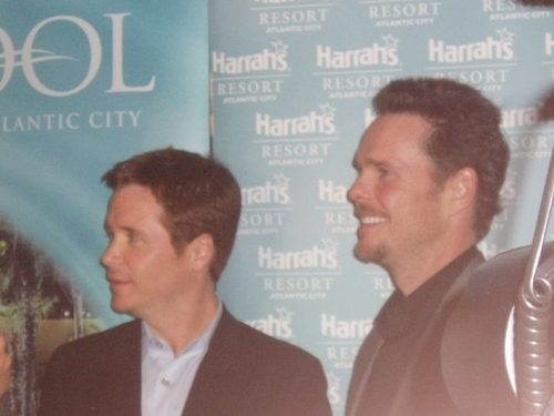 Kevin Connolly, Kevin Dillon and Fans in Harrah's Atlantic City   June   2008 - kevin-connolly Photo