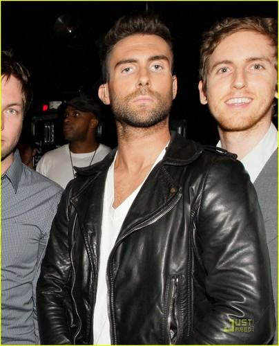 """Maroon 5 @ MTV's """"FNMTV"""""""