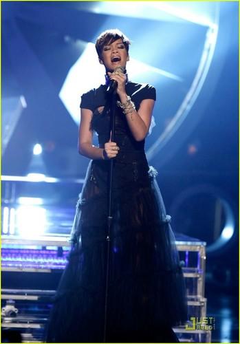 "Rihanna performs ""Take a Bow"" at the 2008 BET Awards"