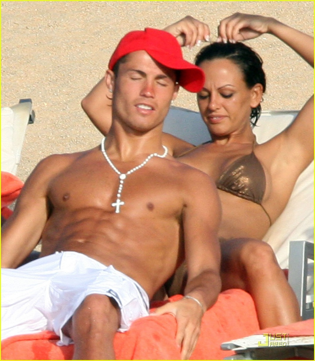 Ronaldo-and-Nerida-on-holiday-in-Italy-cristiano-ronaldo