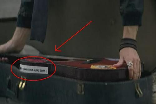 "Sticker on Charlie's 吉他 - ""I was here moments ago"""
