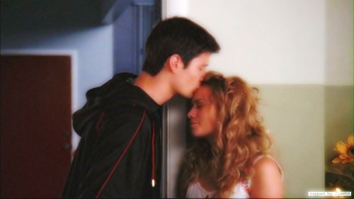 Naley wallpaper called forehead kiss