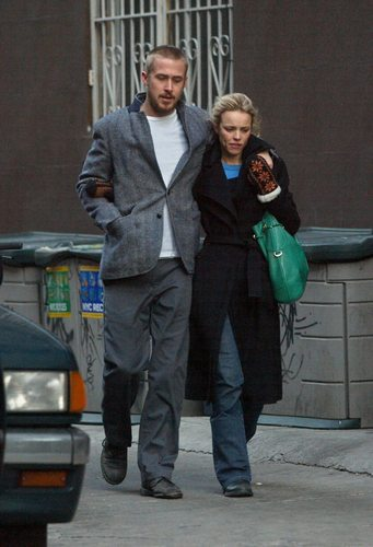 Celebrity Couples দেওয়ালপত্র containing a business suit and a রাস্তা called rachel mcadams & ryan শিশু-হংসী