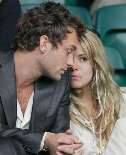 Celebrity Couples দেওয়ালপত্র containing a business suit called sienna miller & jude law