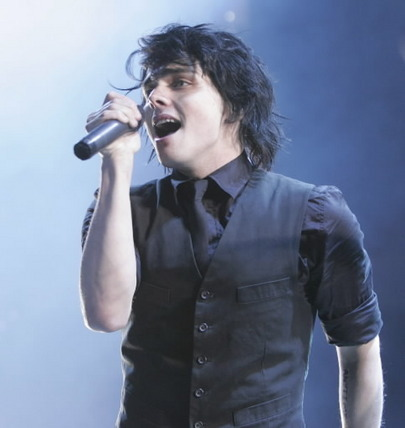 Gerard Way wallpaper possibly containing a concert entitled Gee Way