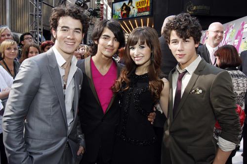 Jemi achtergrond with a business suit, a suit, and a dress suit called Jemi :]