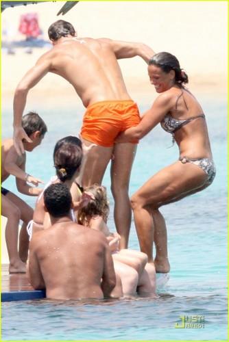 Ronaldo Shirtless on Holiday