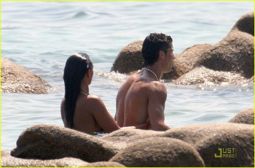 Ronaldo Shirtless on Holiday