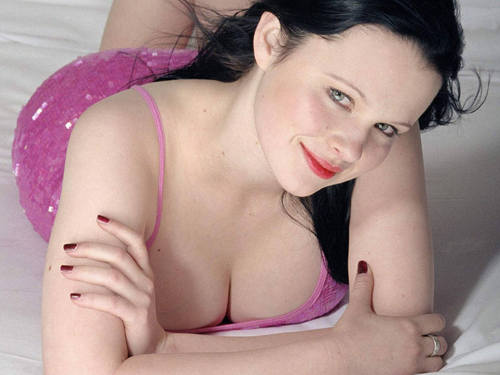 Thora Birch achtergrond containing skin titled Thora