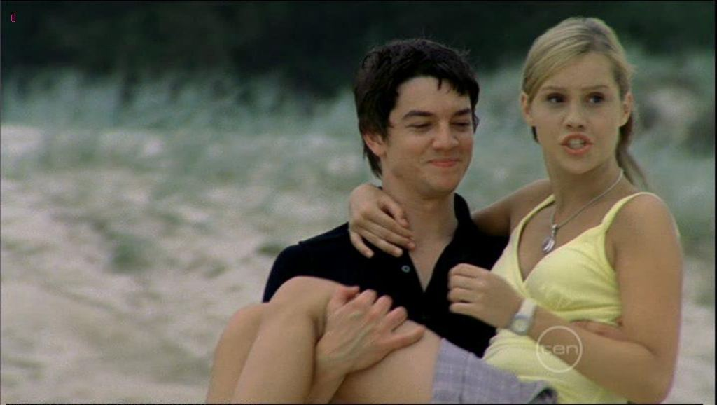 http://images1.fanpop.com/images/photos/1700000/emma-and-ash-h2o-just-add-water-1754057-1024-578.jpg