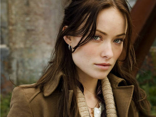 olivia wilde wallpaper possibly with a ervilha jacket, an overgarment, and a box casaco titled Olivia