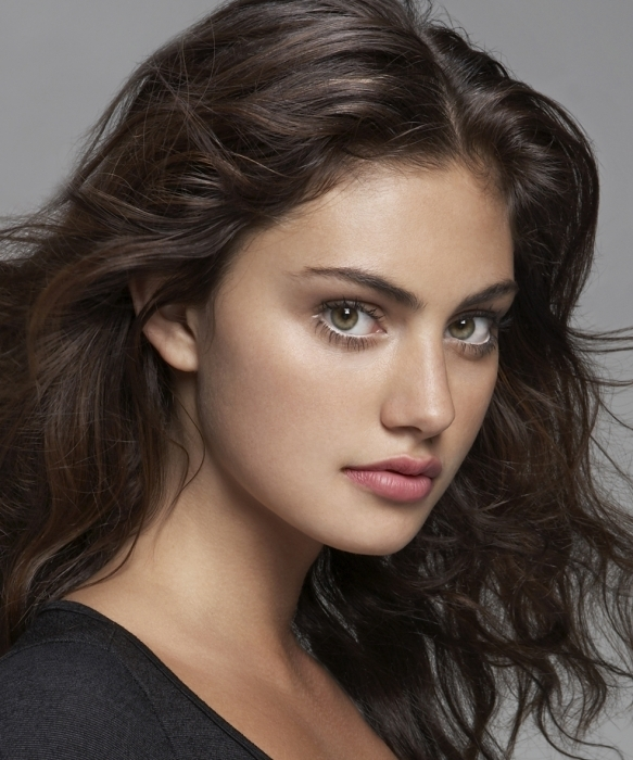 http://images1.fanpop.com/images/photos/1800000/Phoebe-Tonkin-h2o-just-add-water-1869463-583-700.jpg