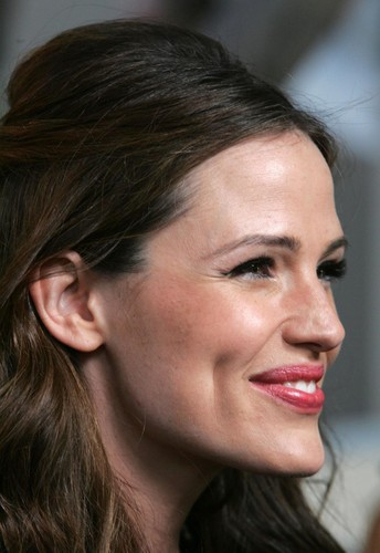 Jennifer Garner پیپر وال with a portrait entitled Pierced Ear
