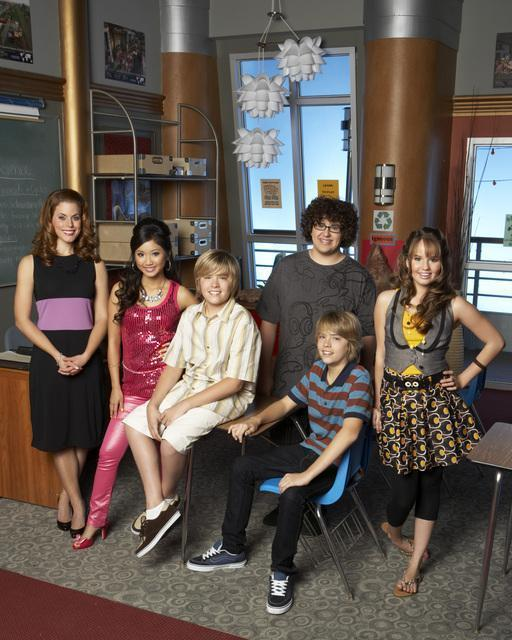 http://images1.fanpop.com/images/photos/1800000/Suite-Life-On-Deck-debby-ryan-1848995-512-640.jpg