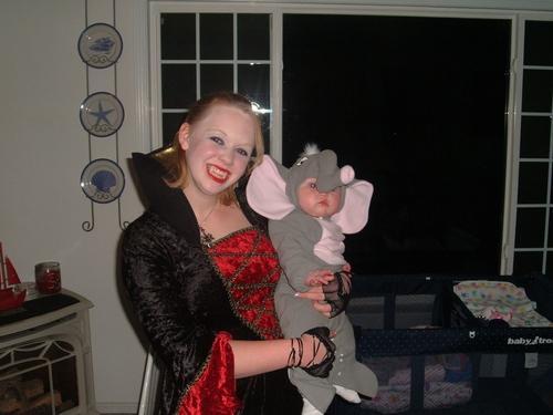 Temptasia as a Vampire halloween 05