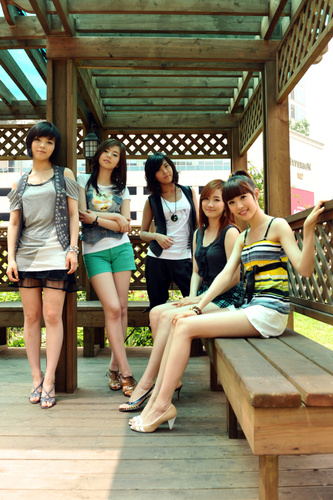 Wonder Girls wallpaper possibly containing bare legs, hot pants, and a leotard entitled Wonder Girls