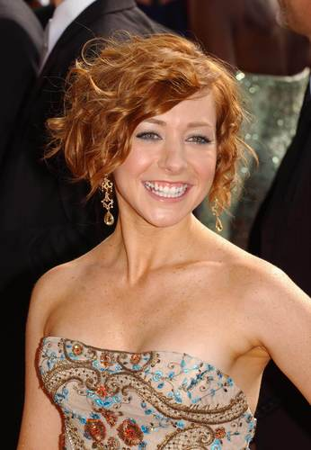 Alyson Hannigan achtergrond containing a portrait called ALyson