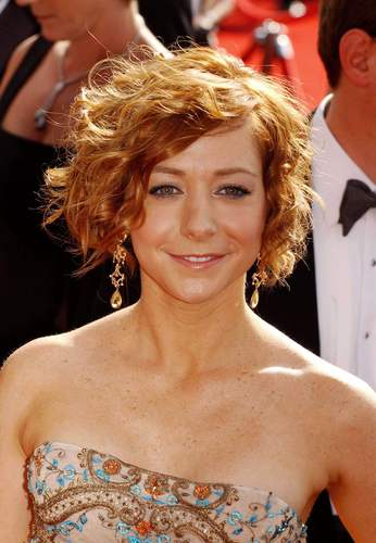 Alyson Hannigan kertas dinding possibly containing a bridesmaid and a portrait called ALyson