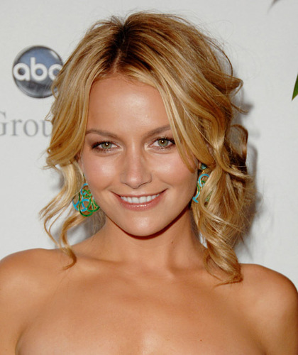 Becki Newton 壁纸 possibly containing a portrait entitled Becki