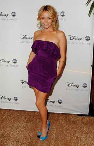 Becki Newton 壁纸 possibly with a chemise, a 鸡尾酒 dress, and a playsuit, 戏剧, 防寒 called Becki